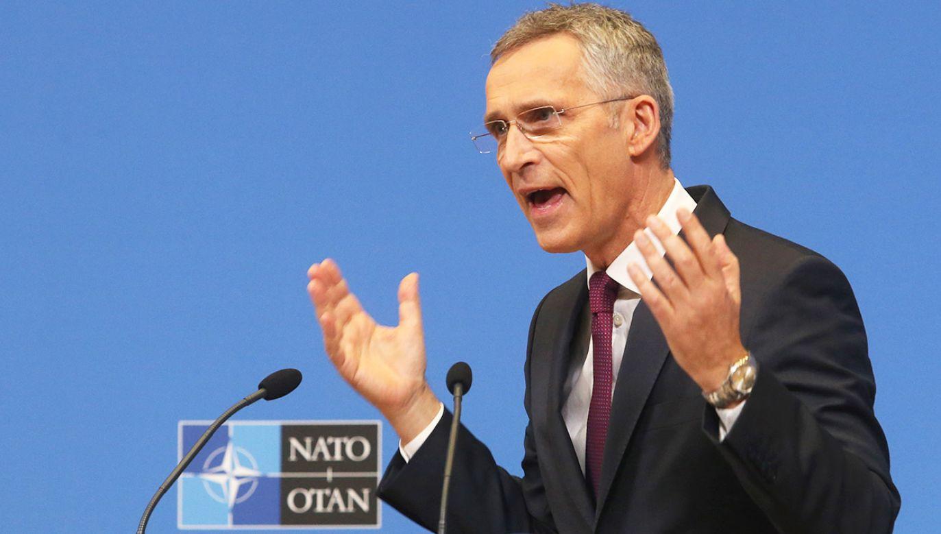 """Stoltenberg zaznaczył, że NATO """"nie ma zamiaru rozmieszczać nowych naziemnych systemów broni atomowej w Europie"""" (fot. PAP/EPA/FRANCOIS WALSCHAERTS / POOL MAXPPP)"""