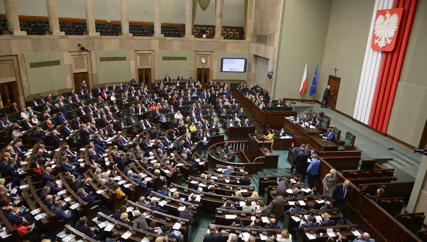 Według opozycji rząd nie jest w stanie wyjaśnić sprawy KNF (fot. PAP/Paweł Supernak)