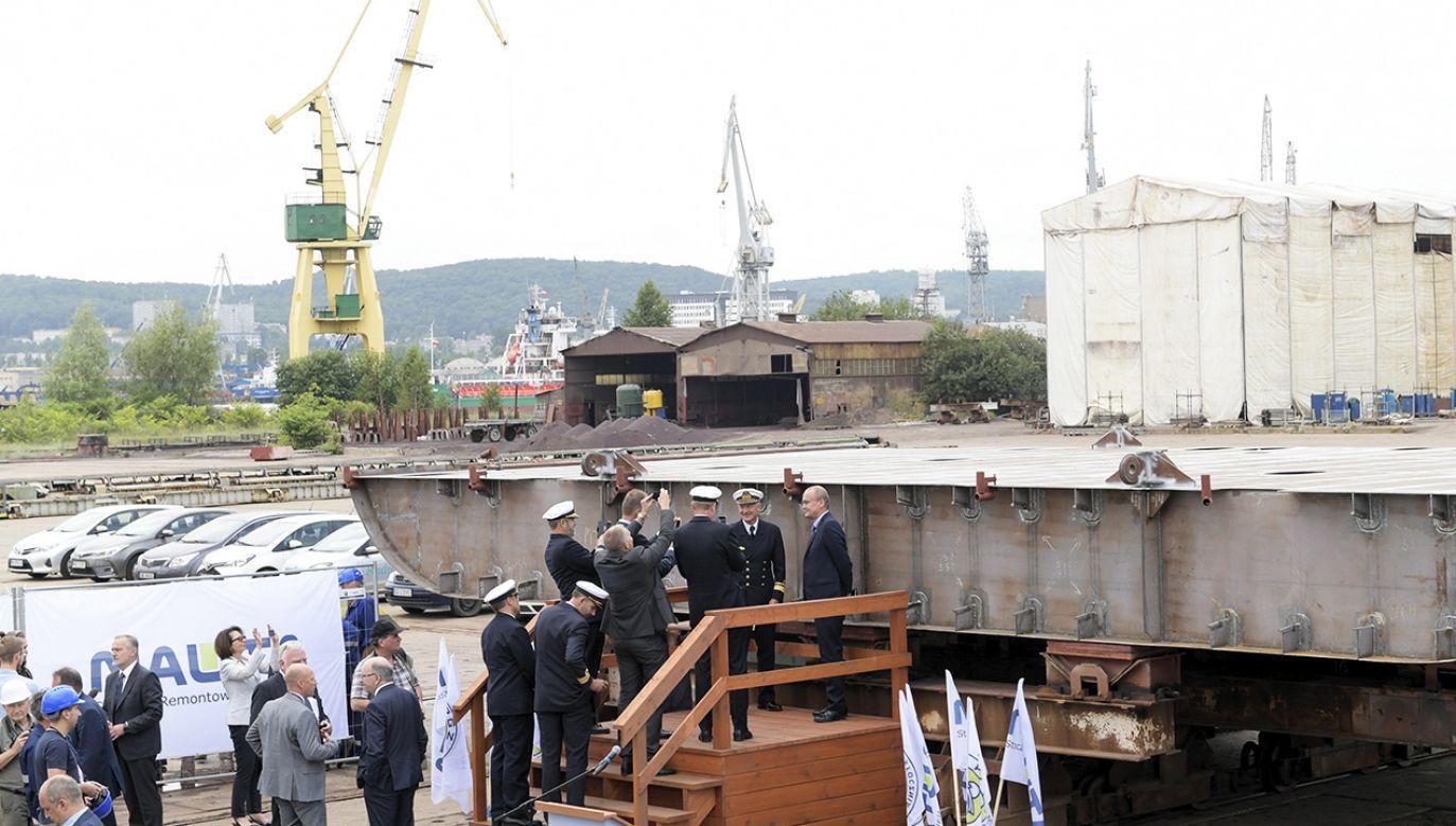 Ceremonia położenia stępki pod jednostkę rozpoznania radioelektronicznego budowaną dla szwedzkiej Marynarki Wojennej w PGZ Stocznia Wojenna Sp. z o.o. w Gdyni.  (fot. PAP/Adam Warżawa)