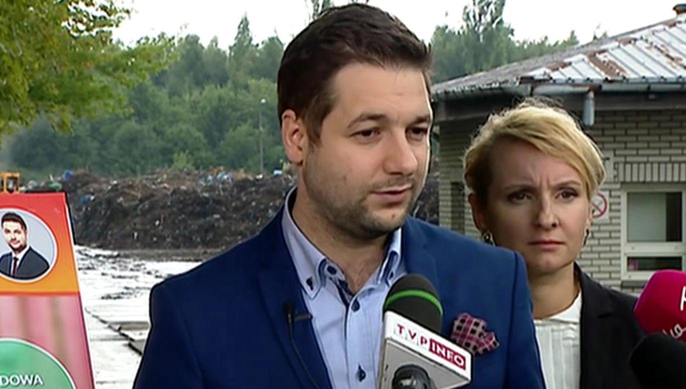 Jaki o stawce wyborów w Warszawie: albo ratusz snobistyczny dla osoby z ego do Księżyca, albo ratusz dla zwykłych ludzi (fot. TVP Info)