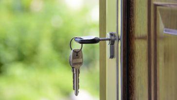 Własne mieszkanie w latach 2015-16 miało jedynie 27 proc. młodych w  porównaniu z 65 proc. w latach 1995-96 (fot. pixabay.com/Photo-Mix)