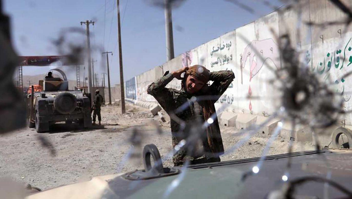 W ostatnim czasie w Afganistanie praktycznie codziennie dochodzi do ataków na przedstawicieli sił bezpieczeństwa (fot. REUTERS/Mohammad Ismail)
