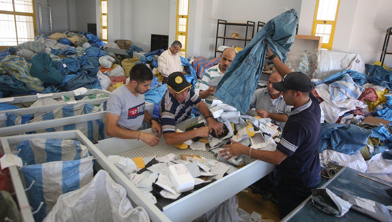 Izraelskie władze dostarczyły na pocztę w Jerychu ponad 10 ton zatrzymanej korespondencji (fot. Issam Rimawi/Anadolu Agency/Getty Images)
