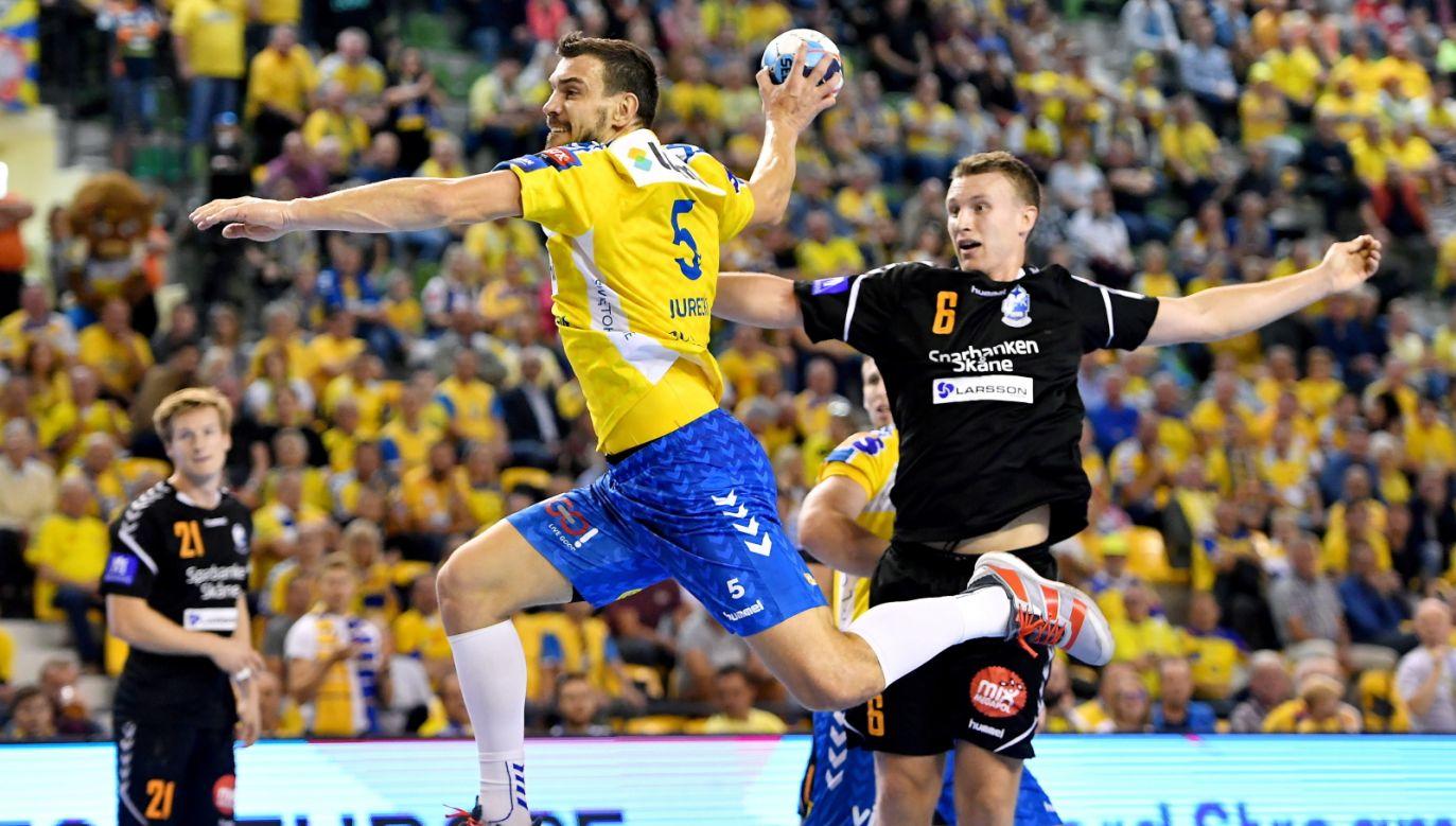 Michał Jurecki (yellow shirt) scored six goals on Saturday game against Kristianstad. Photo: PAP/Piotr Polak