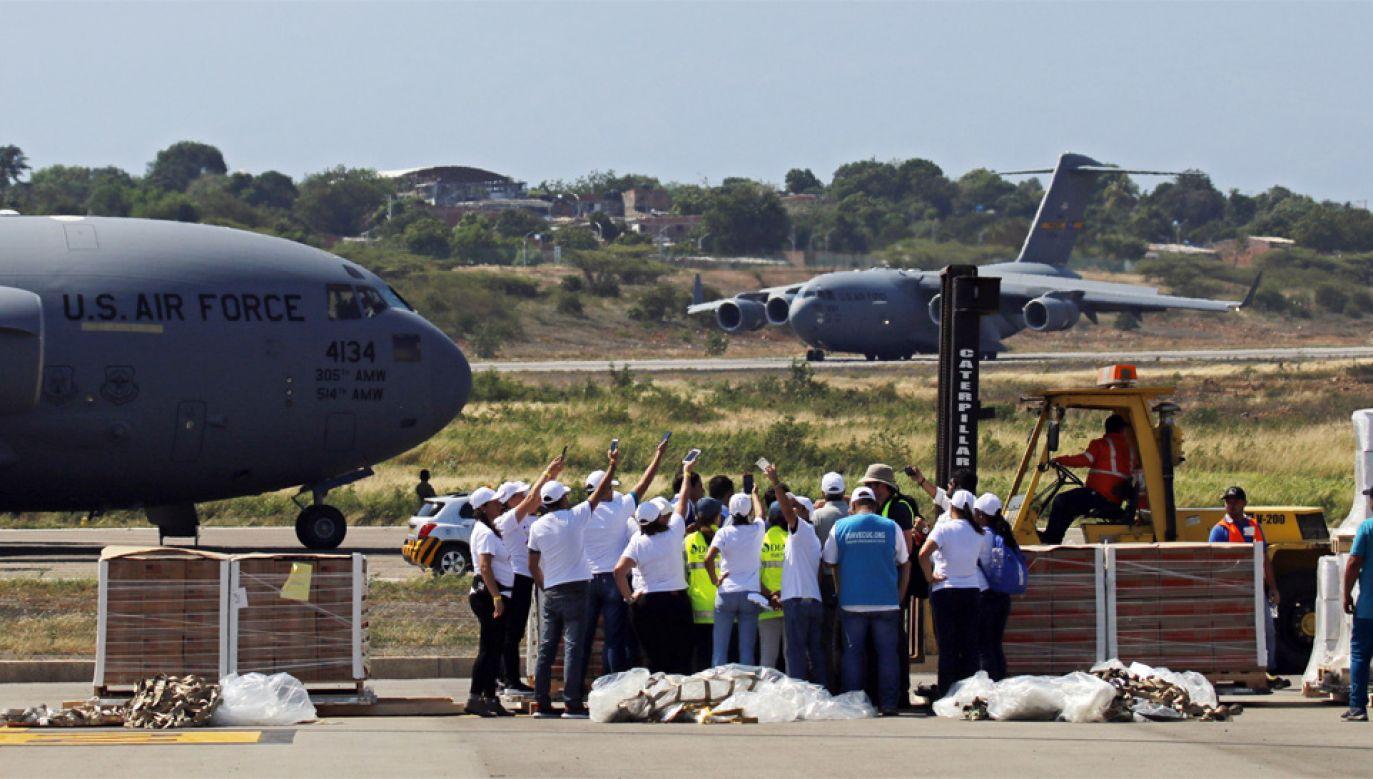Amerykańska pomoc humanitarna dla Wenezueli czeka w Kolumbii (fot. PAP/EPA/Schneyder Mendoza)