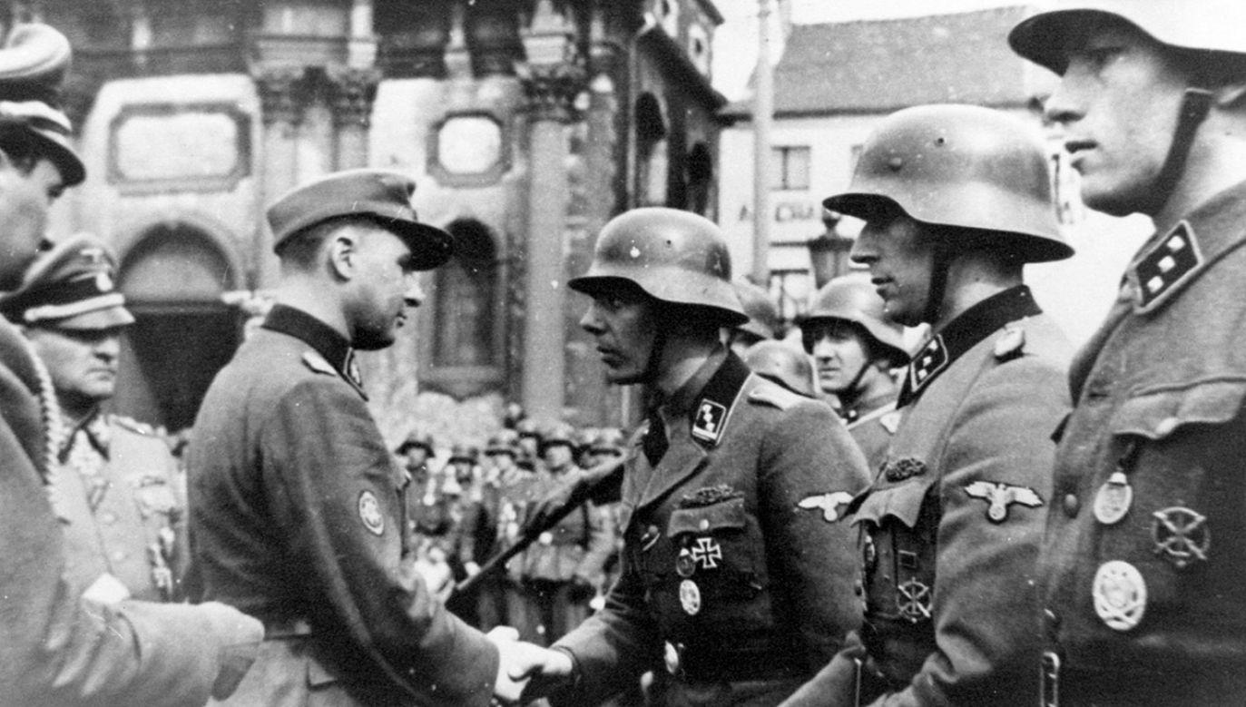 """Léon Degrelle, dowódca 28 Ochotniczej Dywizji Grenadierów Pancernych SS """"Wallonien""""  (fot. en.wikipedia.org)"""