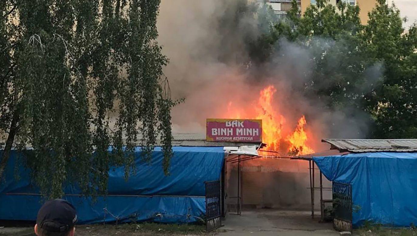 Spłonęły cztery pawilony (fot. FB/Grzegorz Pietruczuk)
