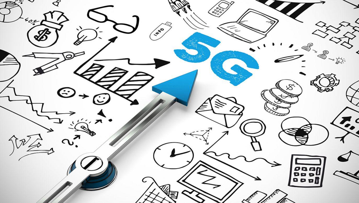 Według autorów projektu, nowe przepisy pozwolą na przyśpieszenie procesu inwestycyjnego w telekomunikacji (fot. Shutterstock/Robert Kneschke)