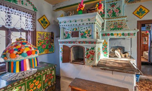 Kolorowy pokój w byłym domu Felicji Curyło, słynnej powojennej malarki. Fot. Shutterstock