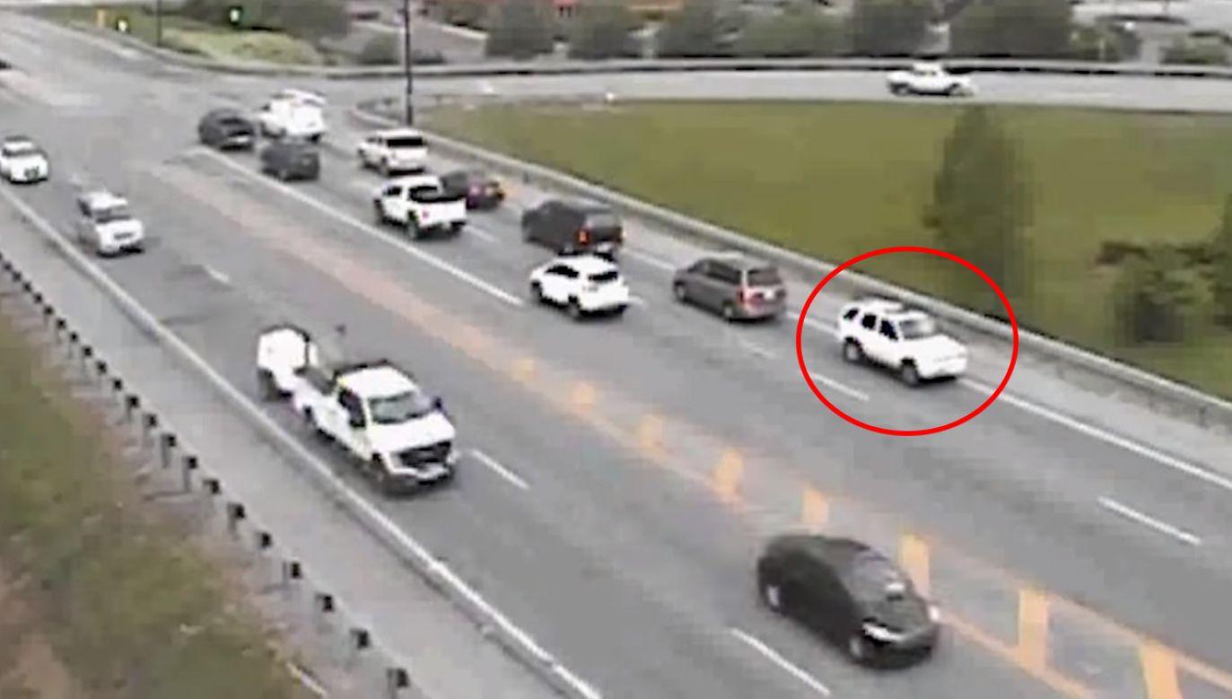 """Nagranie z absurdalnego """"wyczynu"""" kierowcy zamieściły w mediach społecznościowych służby drogowe (fot. YouTube/ Ohio Department of Transportation)"""