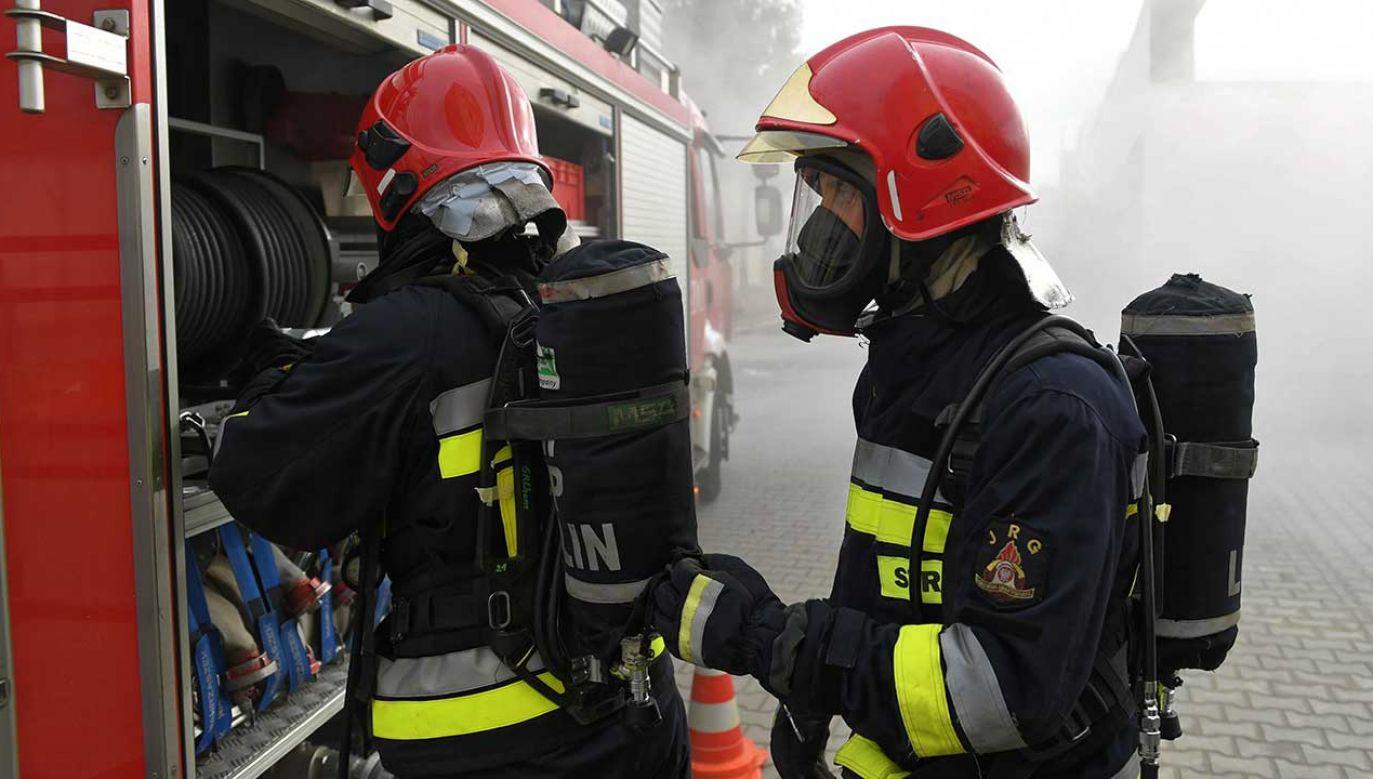 Na miejsce przybyło dziewięć zastępów straży pożarnej (fot. arch. PAP/Wojciech Pacewicz)