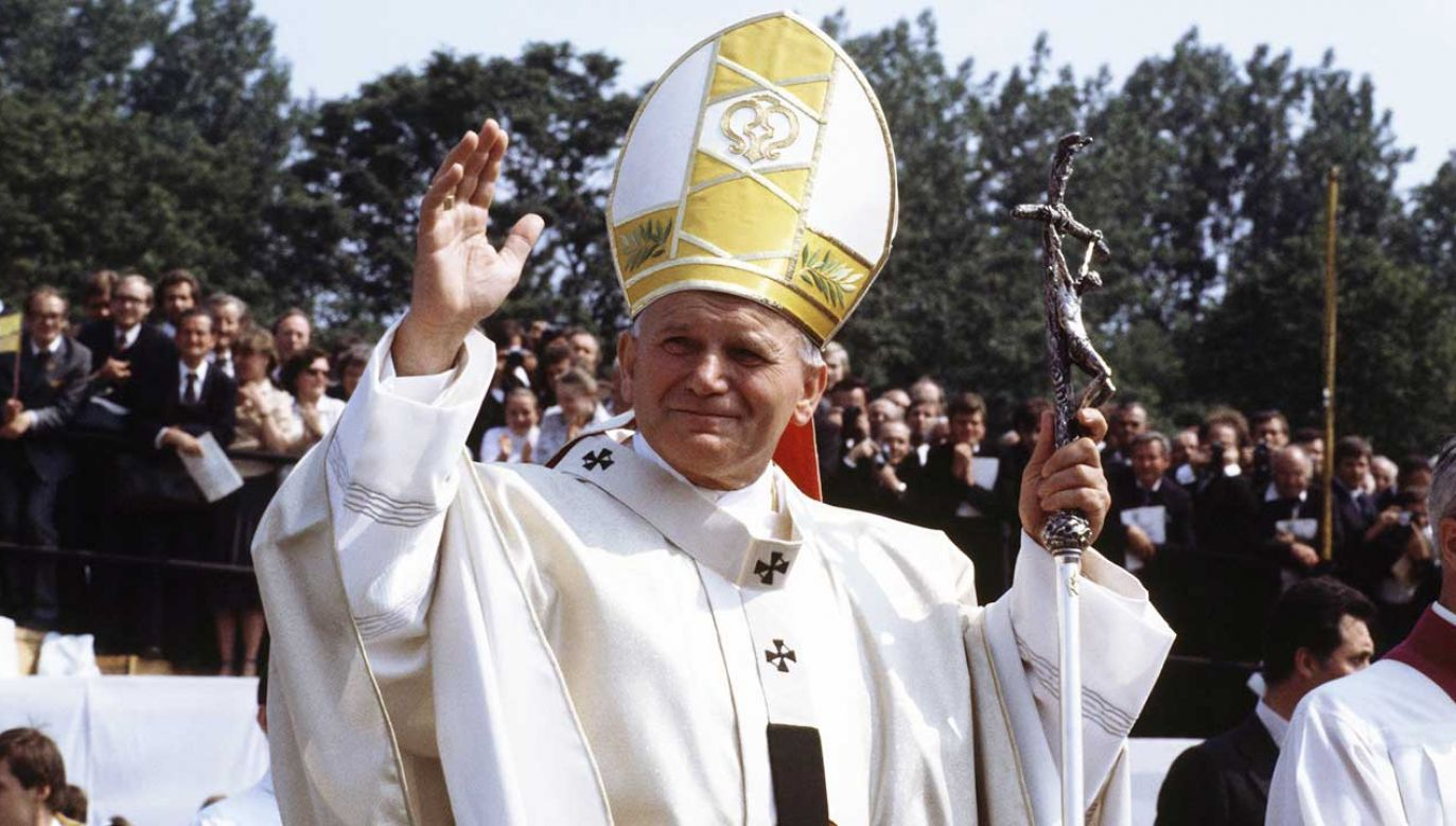 Nawet osoby niepraktykujące uznają papieża za autorytet moralny (fot. arch. PAP/DPA)