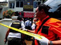 Terrorysta zdetonował bombę i podpalił budynek. Zginął od kul policjantów