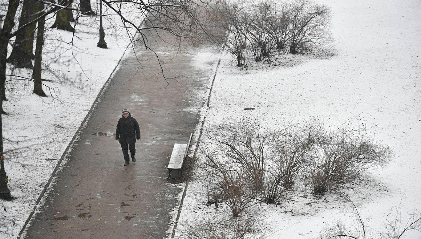 Zaleca się ostrożność oraz śledzenie komunikatów i sytuacji pogodowej (fot. arch. PAP/Bartłomiej Zborowski)