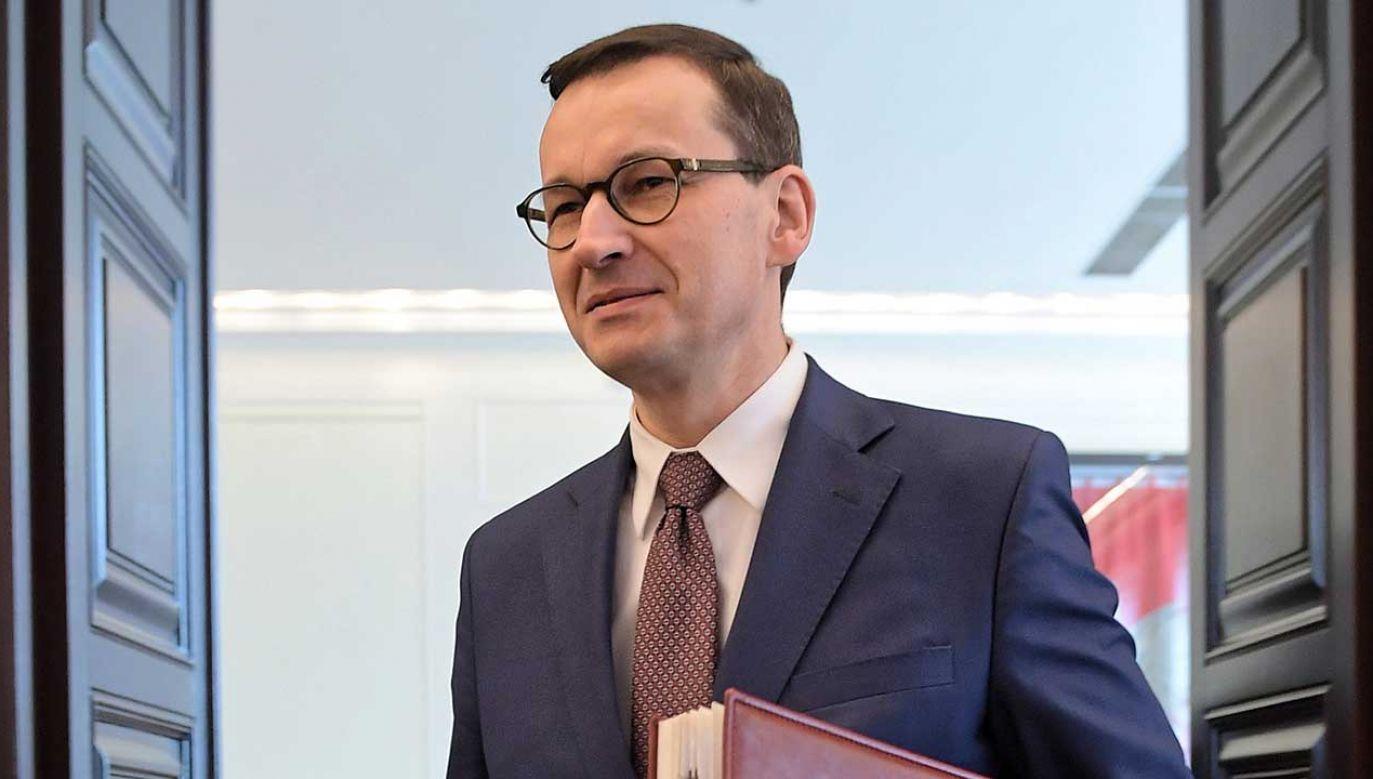 """Premier z żoną podjęli decyzję o skierowaniu sprawy na drogę sądową z żądaniem sprostowania kłamstw i manipulacji zawartych w artykule """"GW"""" (fot. arch. PAP/Marcin Obara)"""
