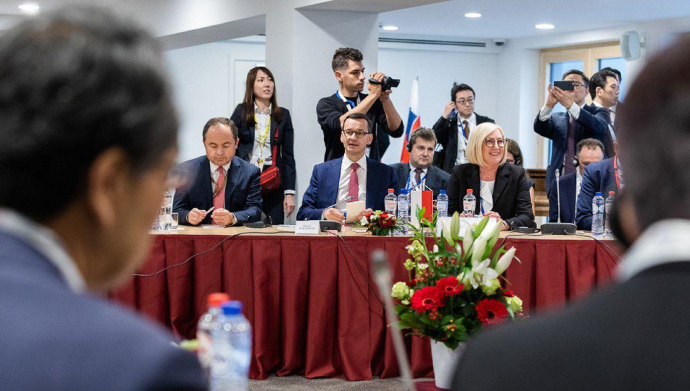 Polskę na szczycie reprezentuje premier Mateusz Morawiecki (fot. TT/@PremierRP)