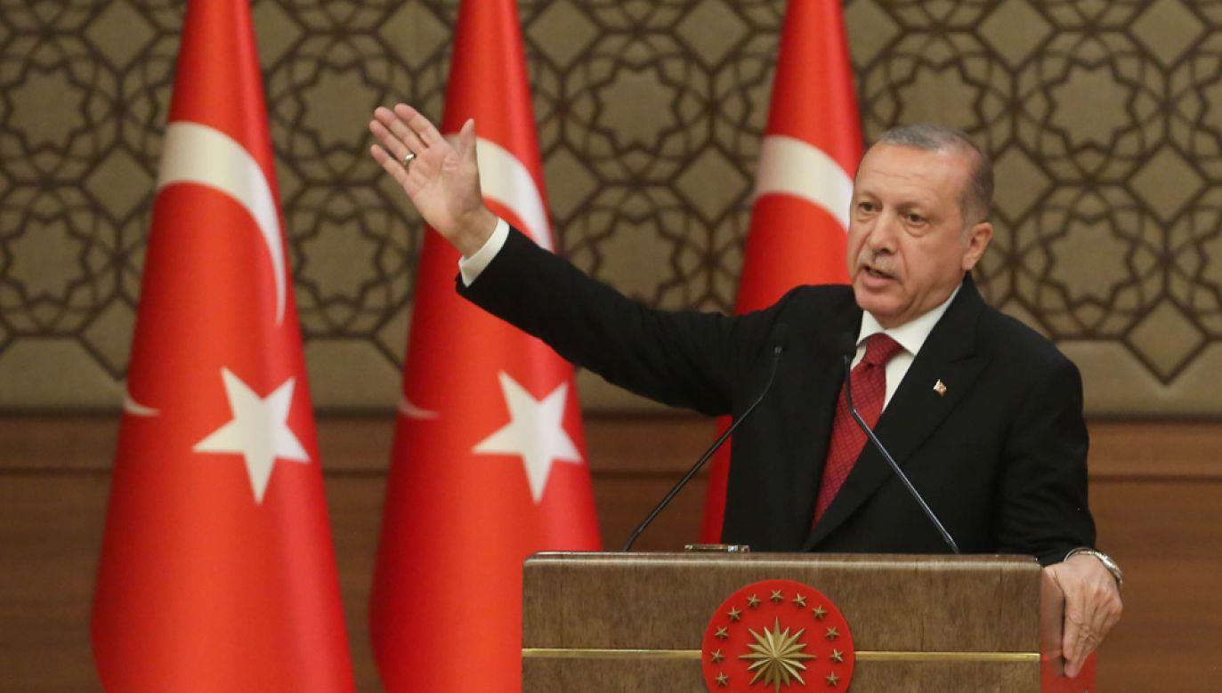 Prezydent Recep Tayyip Erdogan podpisał dekret, na mocy którego podniesiono taryfy na m. in.: samochody osobowe, tytoń czy alkohol (fot. Stringer/Getty Images)