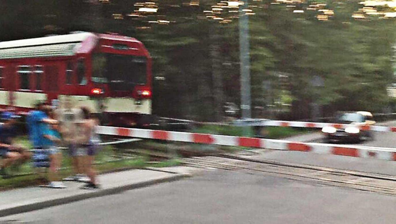 Przejazd kolejowy w Głuchołazach (fot. tt/AnnaK)