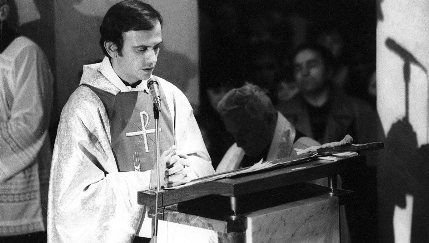 W kościele św. Stanisława Kostki na Żoliborzu, od stycznia 1982 r. w ostatnią niedzielę każdego miesiąca, ksiądz Jerzy Popiełuszko (nz.) odprawiał Mszę Świętą (wraz z homilią) w intencji ojczyzny (fot. arch.PAP/Wojciech Kryński)