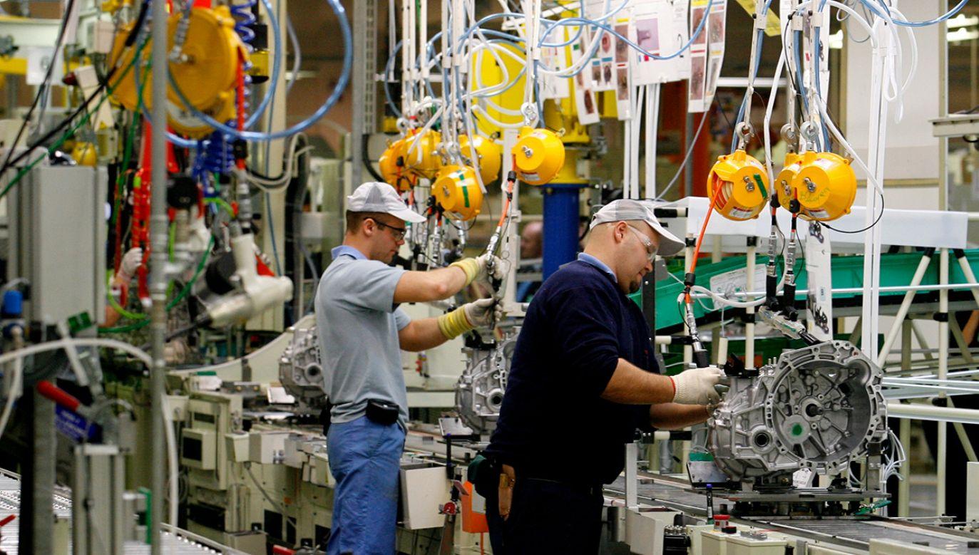 Granty trafią do firm, które realizują duże inwestycje motoryzacyjne (fot. PAP/Adam Hawałej)