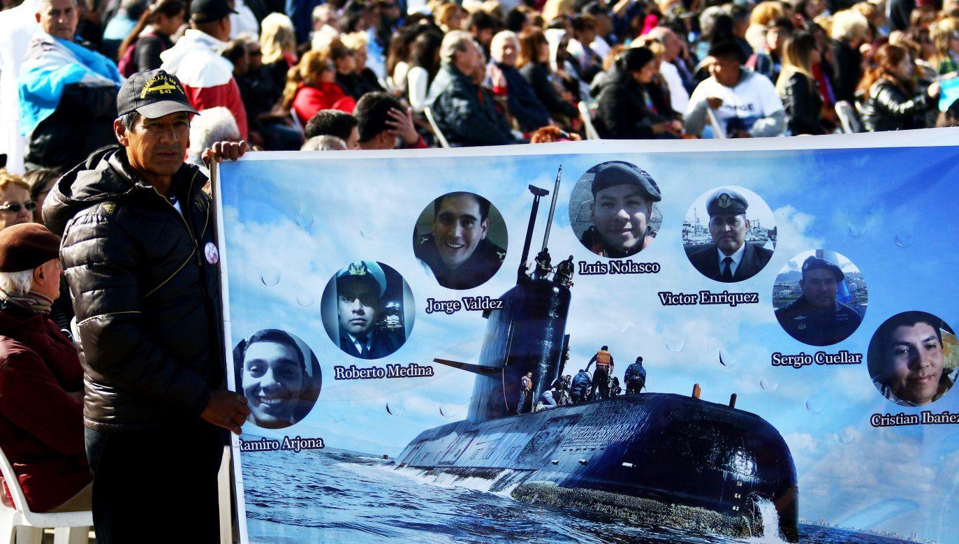 Okręt znajduje się 800 m pod powierzchnią wody (fot. PAP/EPA/Eduardo Lopez)