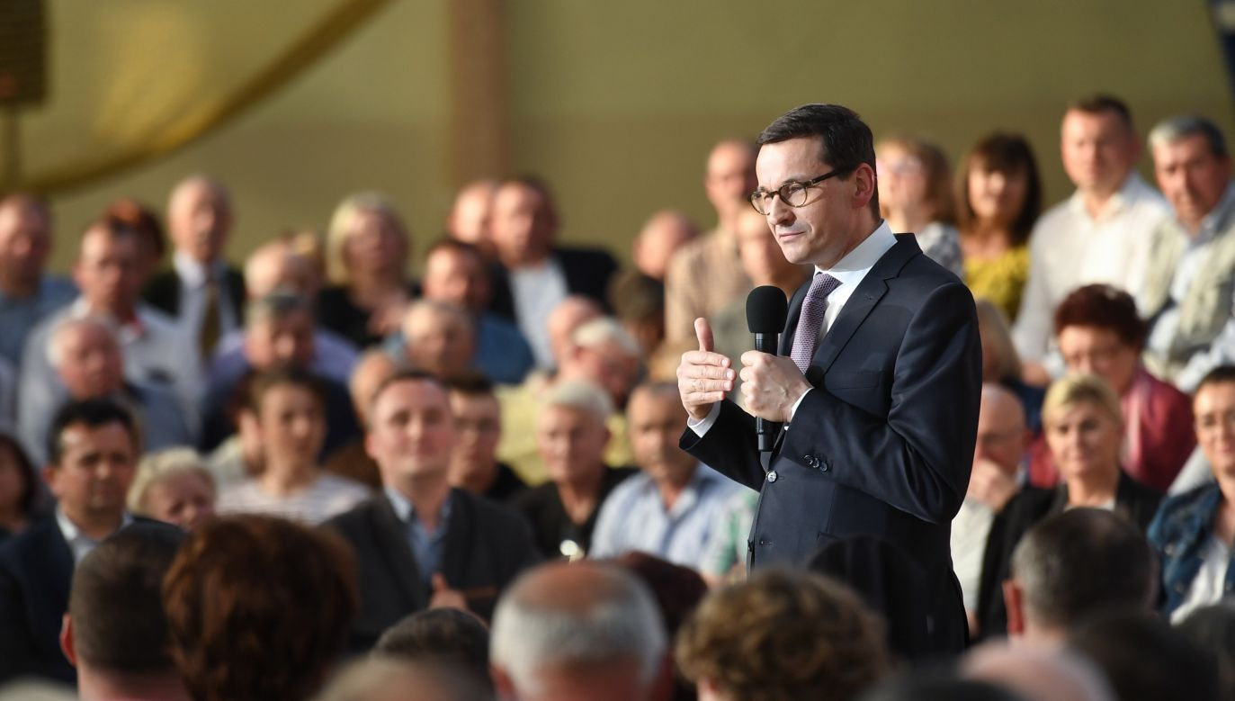Prime Minister Mateusz Morawiecki during a meeting with local people in Łuków. Photo: PAP/Wojciech Pacewicz
