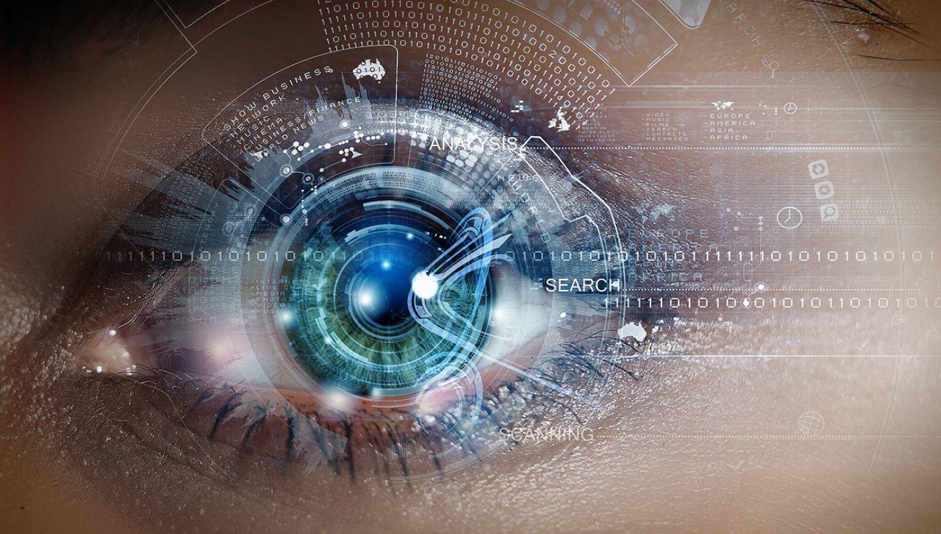 Analizując oczy człowieka, system sztucznej inteligencji potrafi rozpoznać cechy osobowości (fot. Shutterstock/Sergey Nivens)