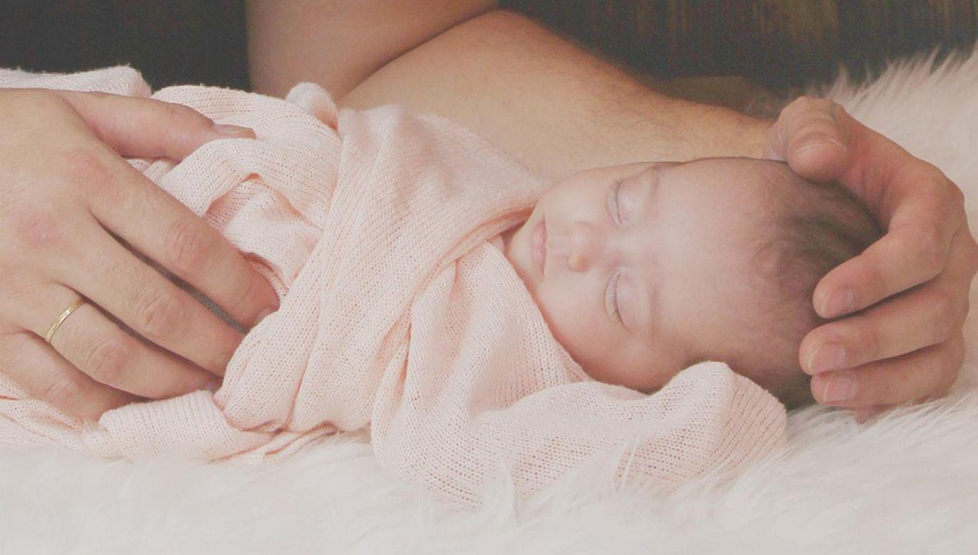 Rodzice otrzymają jednorazowo 500 zł, dla czwartego i kolejnego dziecka kwota jest wyższa (fot. Pixabay/AntoniaRusev)