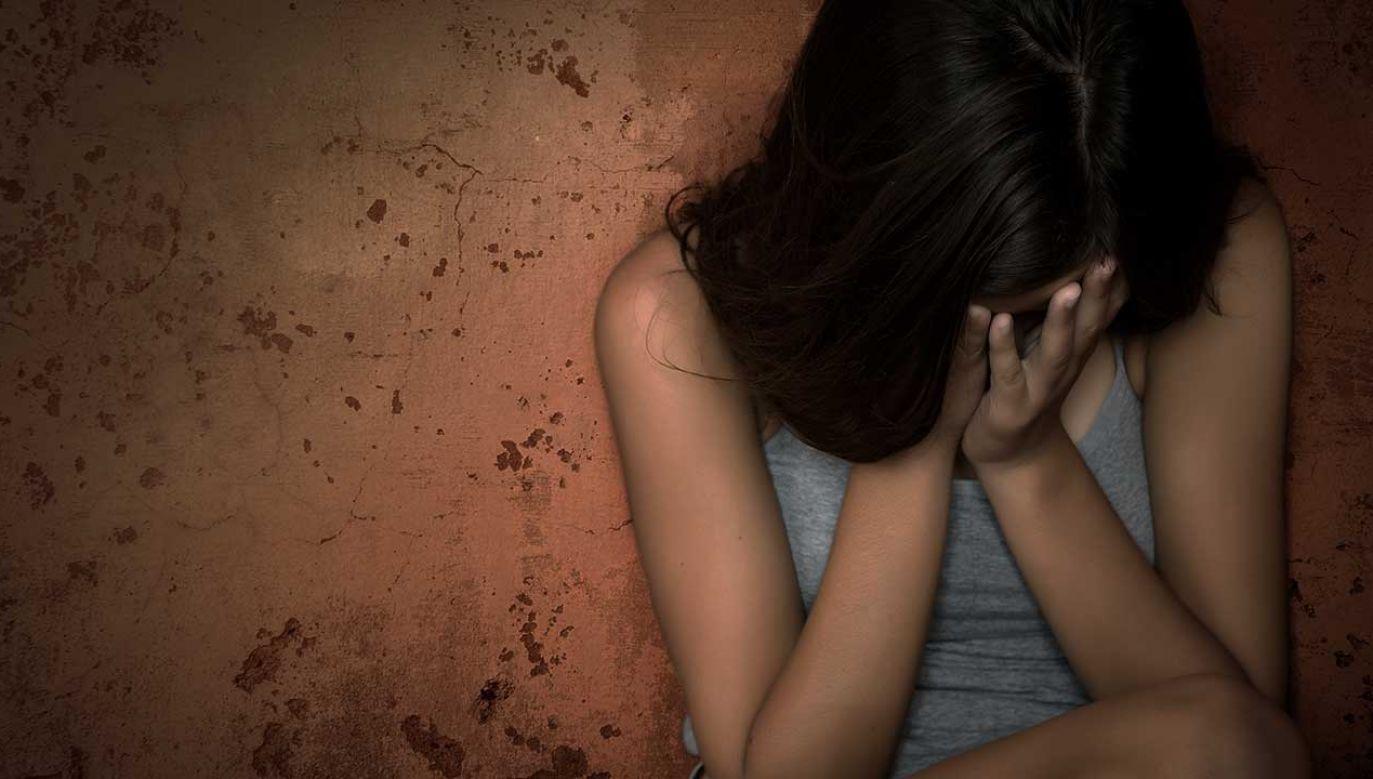 Śledczy ustalili, że koszmar dzieci trwał 2 lata (fot. Shutterstock/Irzhanova Asel)