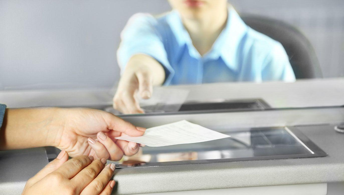 Z opłatami spóźniają się najczęściej 30- i 40-latkowie (fot. Shutterstock/Africa Studio)