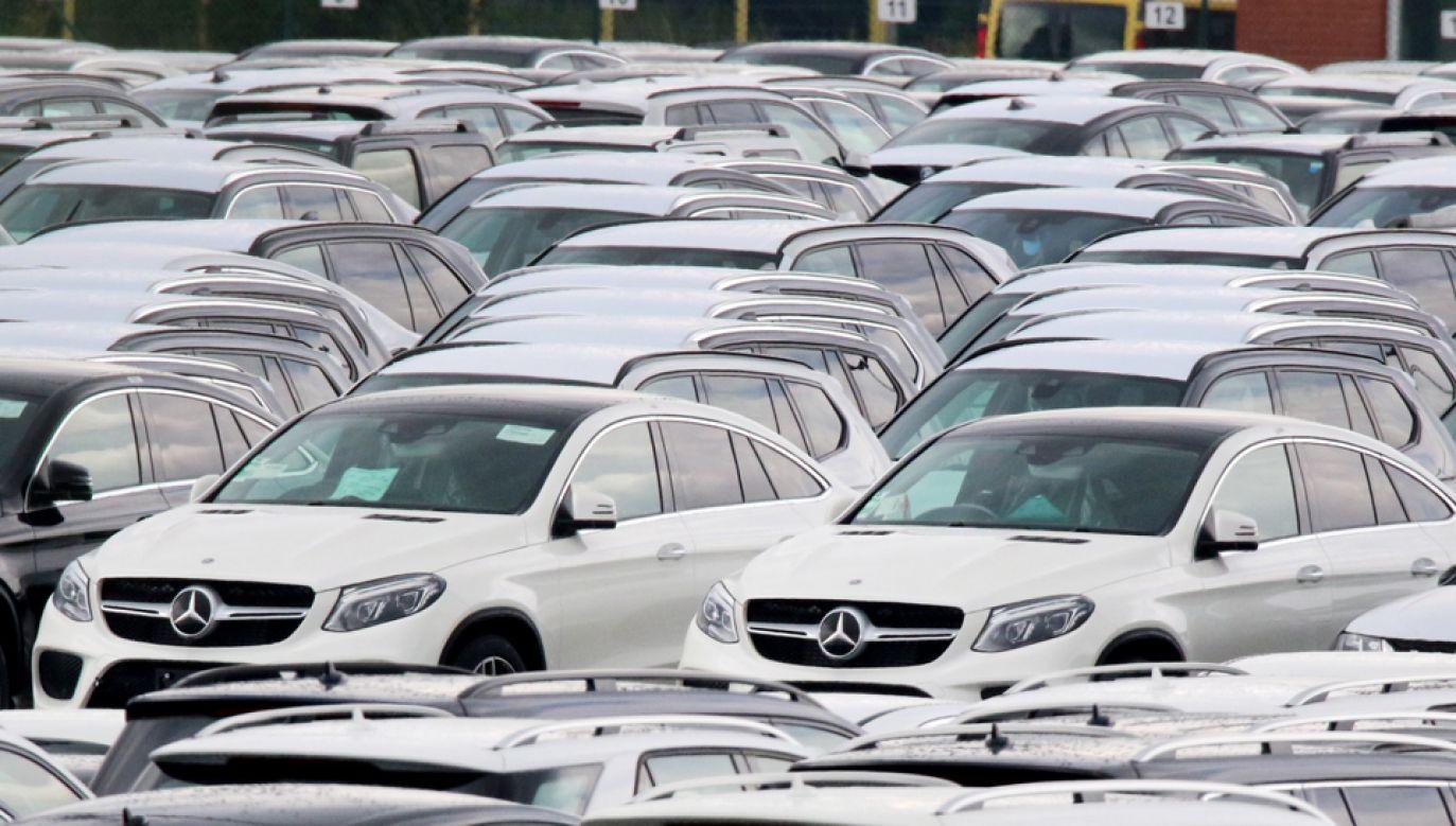 Prezydent Donald Trump grozi wprowadzeniem ceł na europejskie samochody (fot. PAP/FOCKE STRANGMANN )