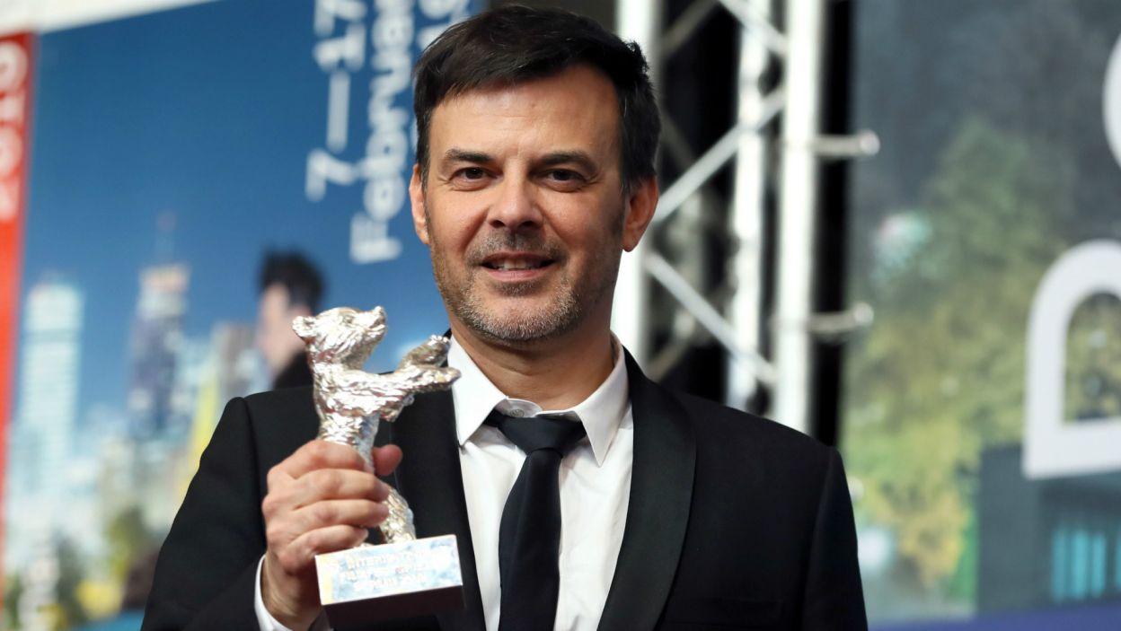 Francois Ozon ze Srebrnym Niedźwiedziem za Grand Jury Prize (fot. EPA/HAYOUNG JEON)