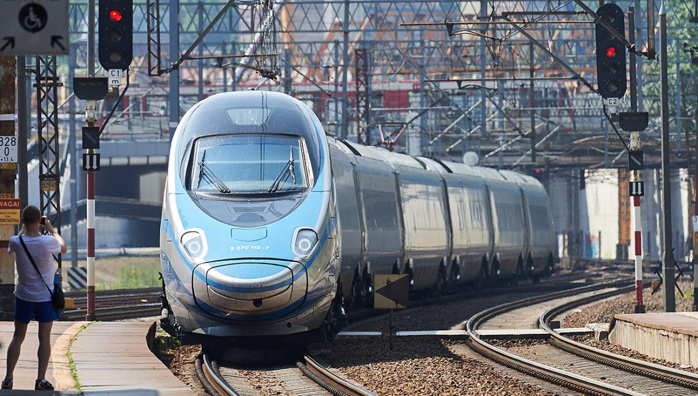 Po realizacji CPK szybkie pociągi mają zapewnić efektywną komunikację między polskimi miastami (fot. arch.PAP/Adam Warżawa)
