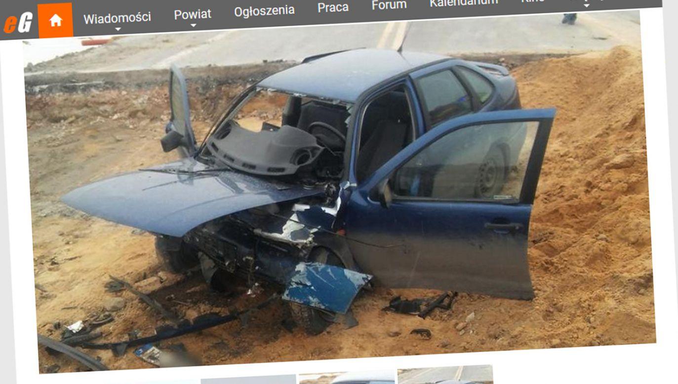W zniszczonym Seacie znaleziono zwłoki 44-letniego mężczyzny (fot. egarwolin.pl)