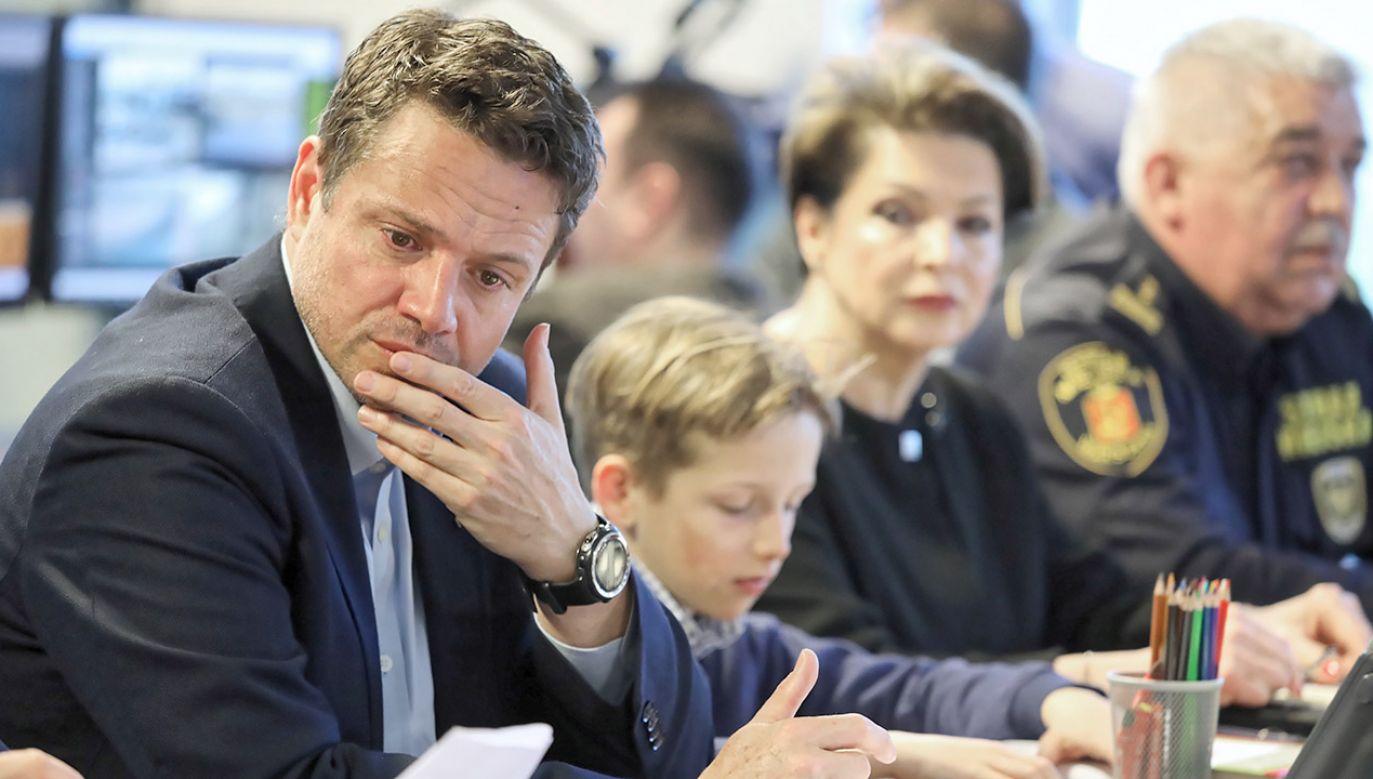Prezydent Warszawy Rafał Trzaskowski o strajku nauczycieli (fot. PAP/Tomasz Gzell)