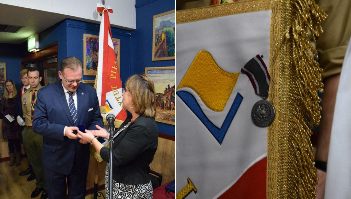 Szef UdSKiOR Jan Józef Kasprzyk został odznaczony złotą odznaką Instytutu Piłsudskiego (fot. UdSKiOR)