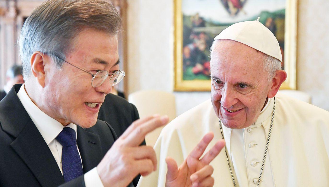 Papież przyjął prezydenta Korei Południowej na audiencji w Watykanie (fot. PAP/EPA/ALESSANDRO DI MEO / POOL)