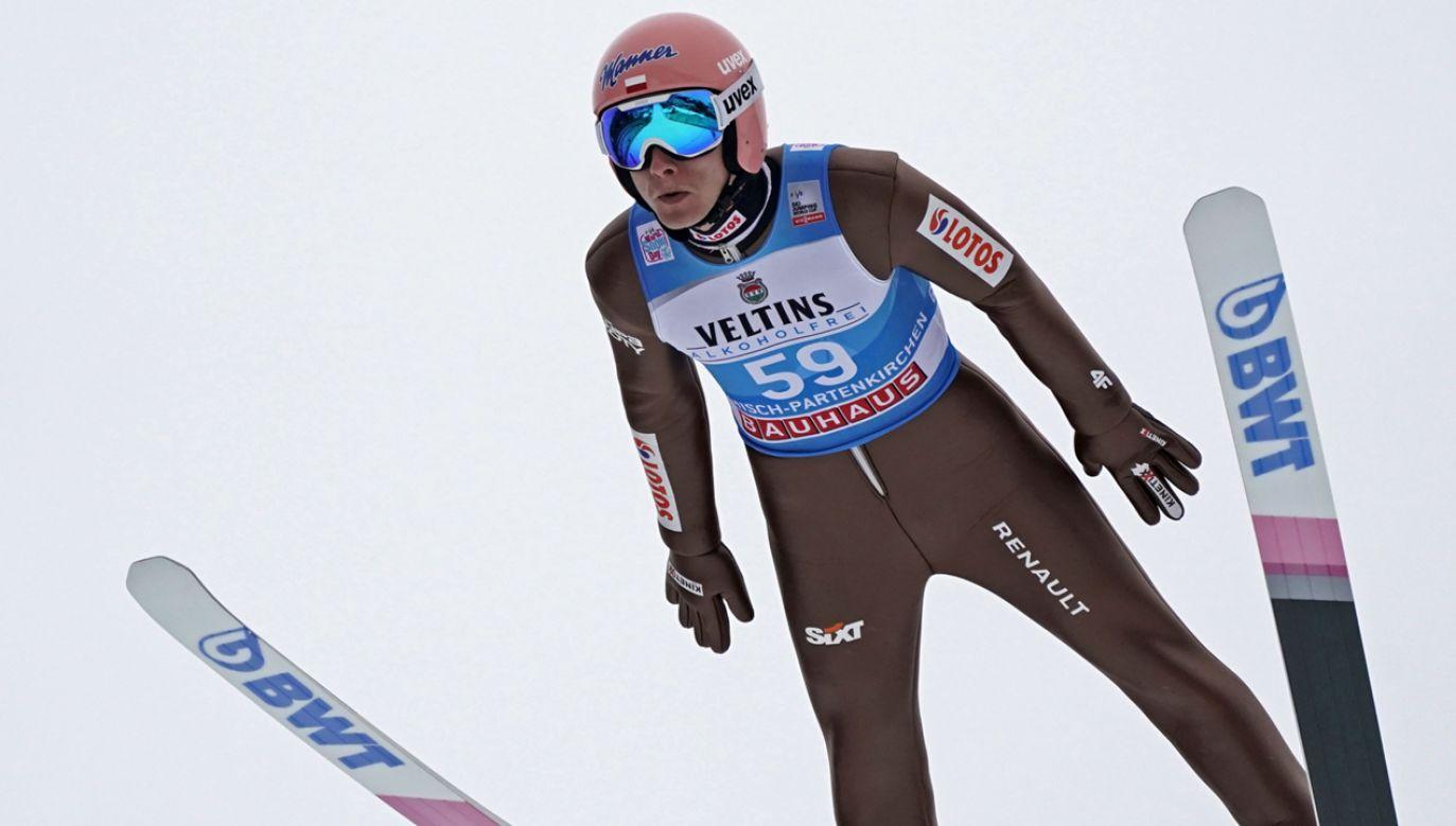 Dawid Kubacki podczas kwalifikacji do konkursu w Garmisch-Partenkirchen (fot. PAP/EPA/RONALD WITTEK)