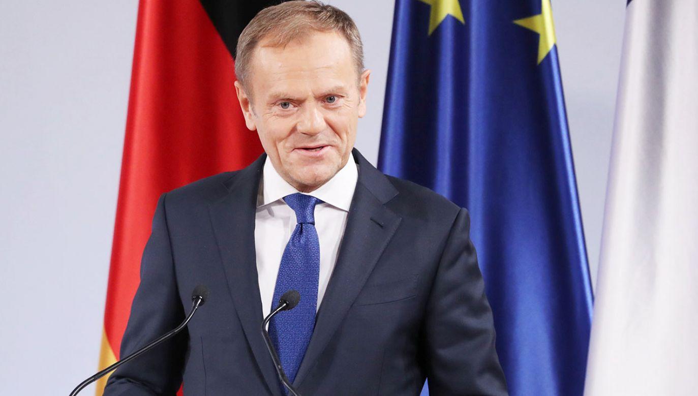 """Autorzy zestawienia twierdzą, że rola Donalda Tuska """"będzie jeszcze bardziej znacząca w 2019 roku, w czasie próby utrzymania w całości europejskiego projektu"""" (fot. PAP/EPA/FRIEDEMANN VOGEL)"""