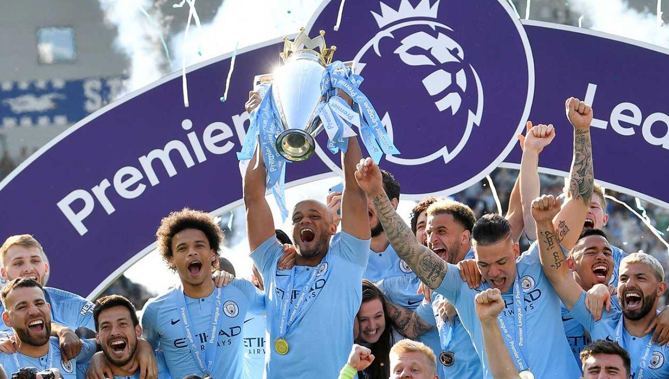W niedzielę Manchester City sięgnął po raz szósty w historii i drugi z rzędu po mistrzostwo Anglii (fot. REUTERS/Toby Melville)