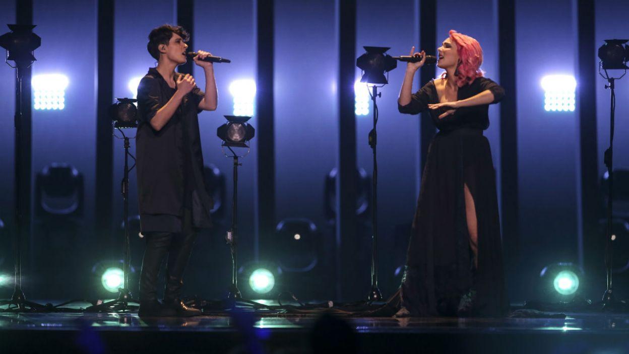 """Tegoroczni gospodarze Eurowizji postawili na klimatyczny utwór """"O jardim"""", który zaśpiewała Cláudia Pascoal (fot. PAP/EPA)"""