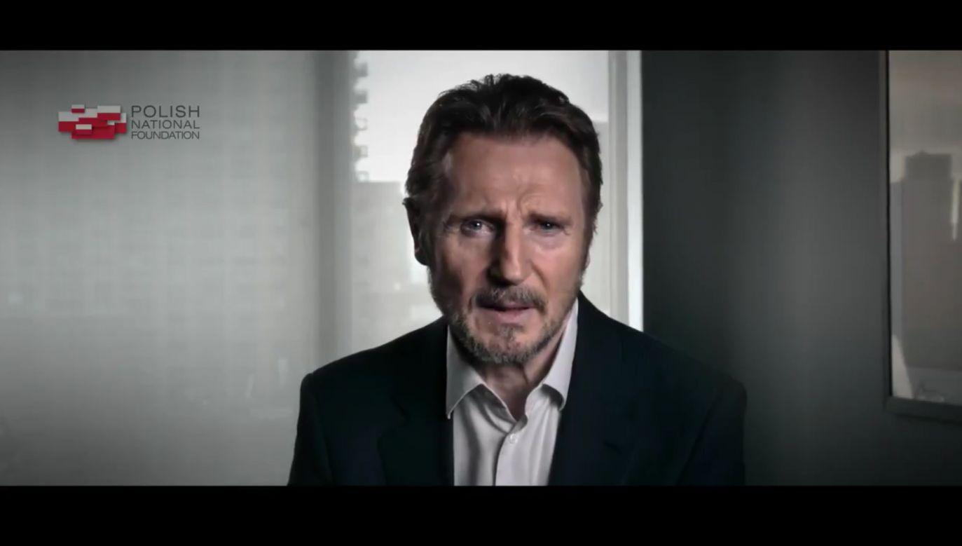 Amerykański aktor Liam Neeson wziął udział w spocie Polskiej Fundacji Narodowej (fot. tt/Fundacja_PFN)