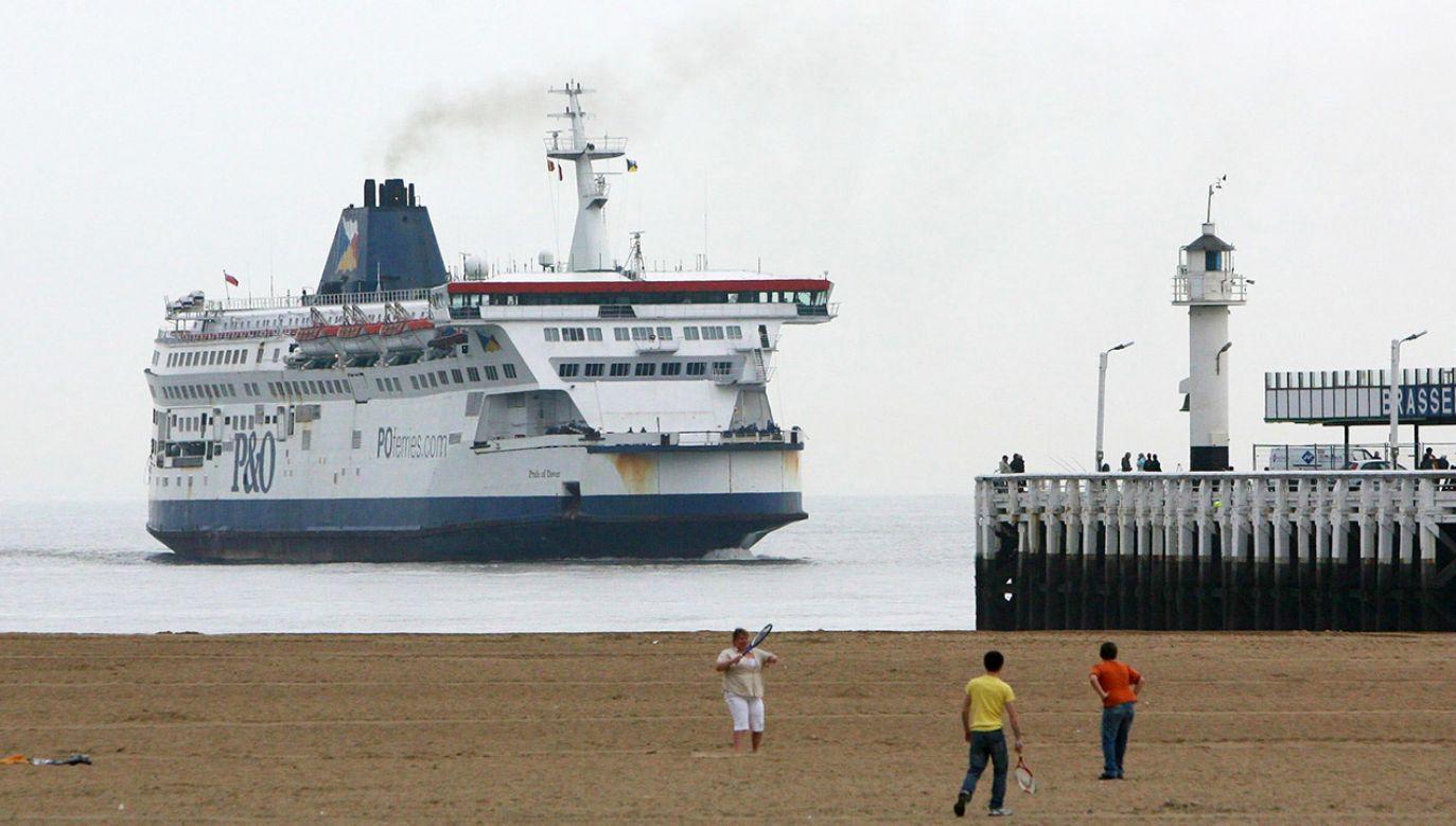 Według belgijskiej prokuratury, dotąd nie zdarzyło się, by prom musiał zawracać ze względu na migrantów na pokładzie (fot. REUTERS/Peter Maenhoudt)