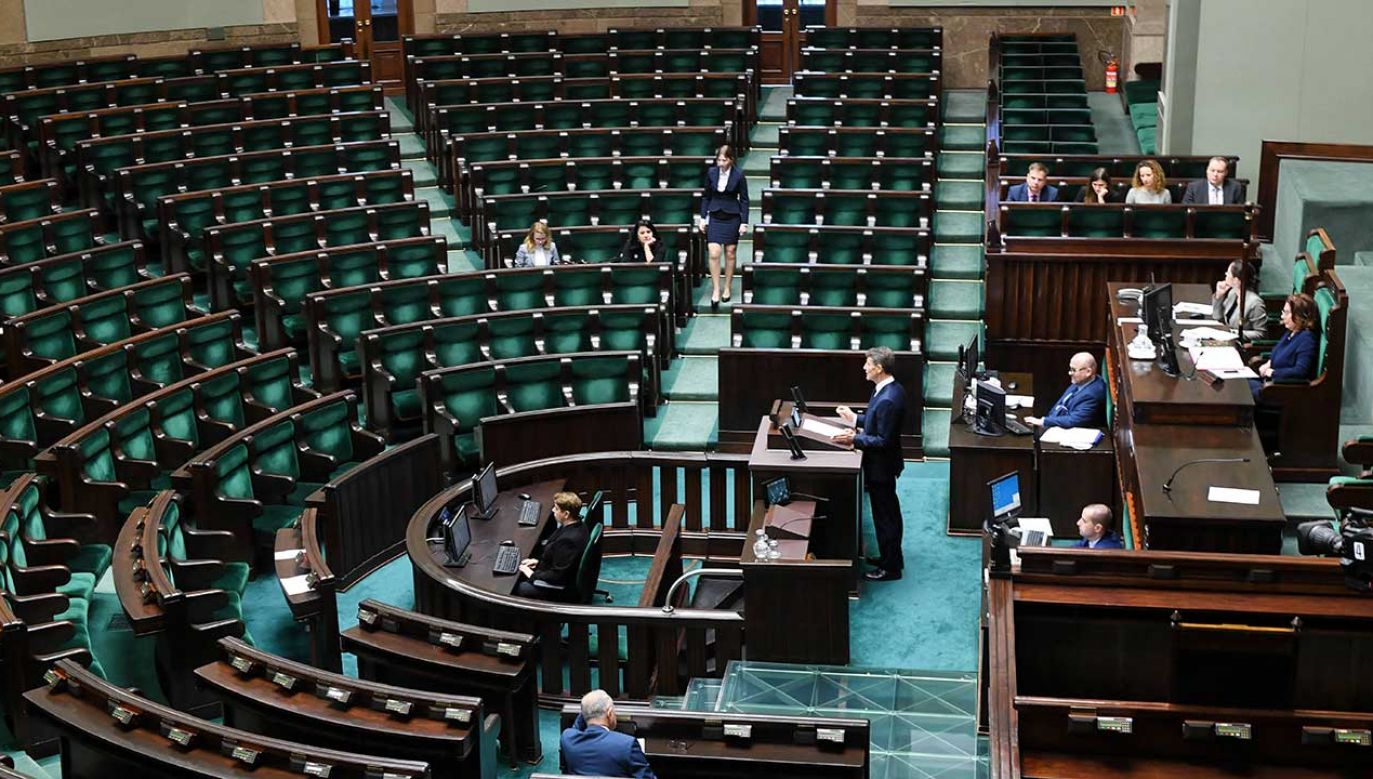Nowi samorządowcy stracą dotychczasowo sprawowane mandaty poselskie  (fot. PAP/Jacek Turczyk)