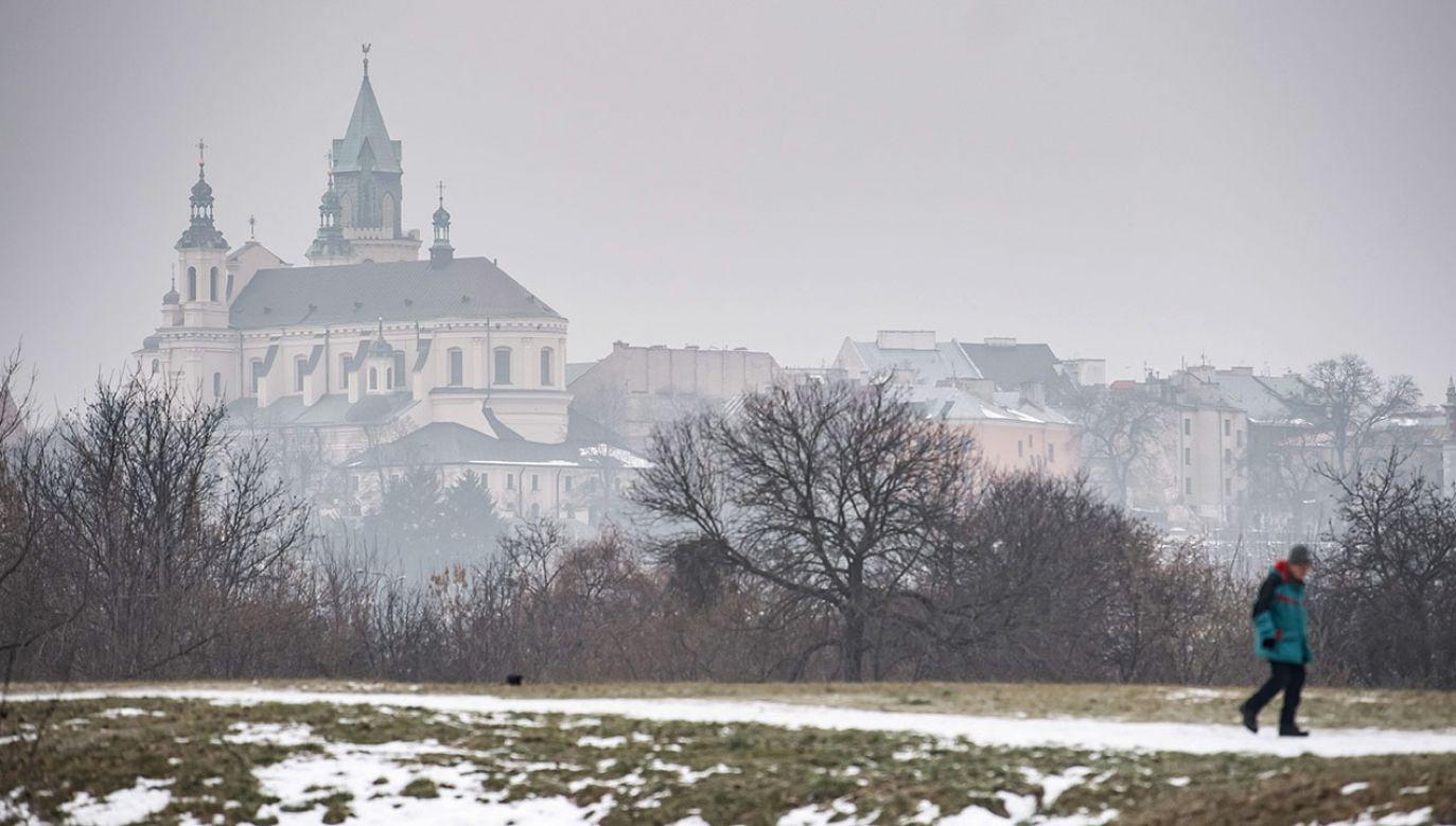 Smog w Lublinie, 21 bm. W mieście dopuszczalne normy przekroczone zostały kilkukrotnie. Aparatura pomiarowa określa powietrze w Lublinie jako