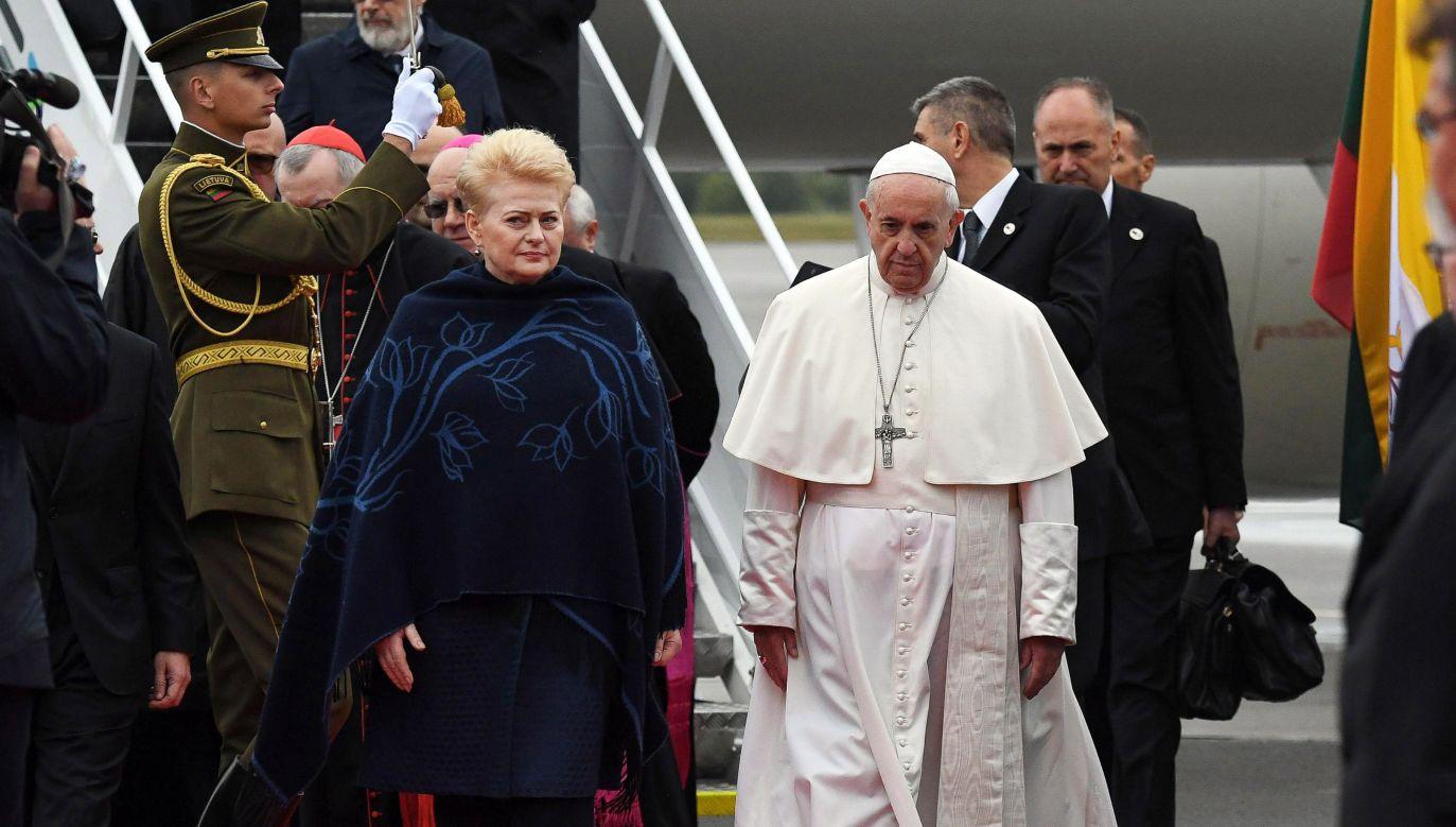 Papież Franciszek przebywa z wizytą na Litwie od wczoraj (fot. PAP/EPA/ALESSANDRO DI MEO)
