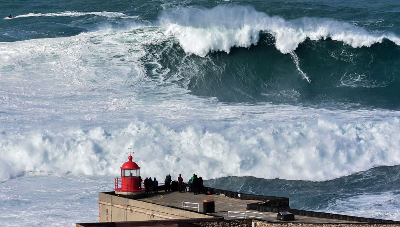 Port Nazare to mekka surferów z całego świata (fot. flickr.com/Luis Ascenso)