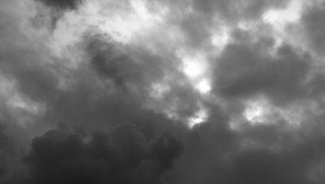 Sobota pod znakiem chmur. Czy przydadzą się parasole?