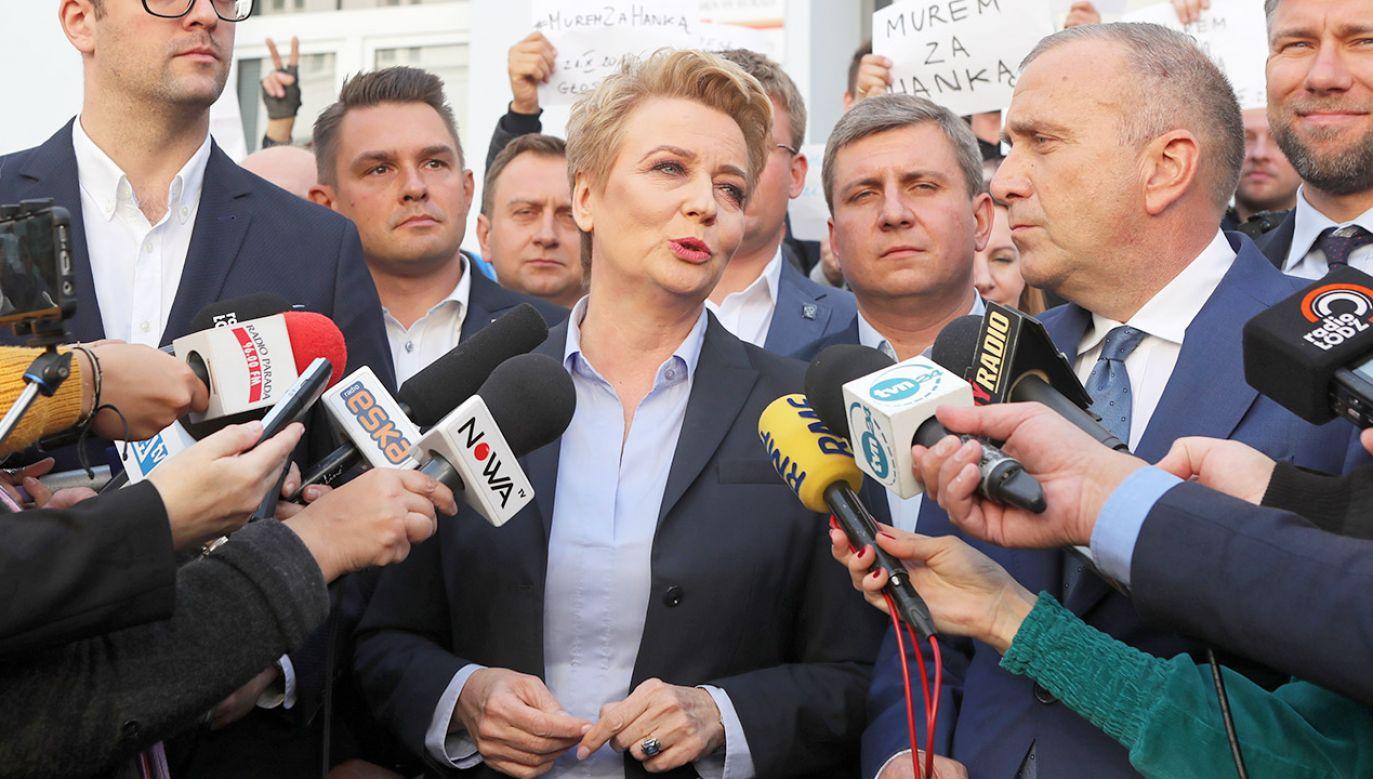 Sztab Hanny Zdanowskiej złożył doniesienie na wojewodę, który przypomniał przepisy ustawy. (fot. PAP/Roman Zawistowski)