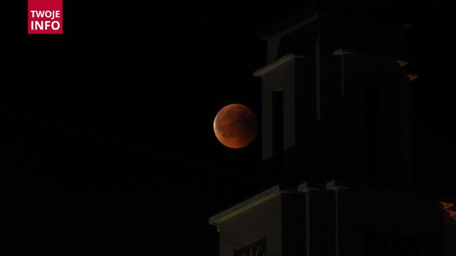 Zaćmienie Księżyca widziane z miejscowości Rogów nad Olzą (fot. Twoje Info)